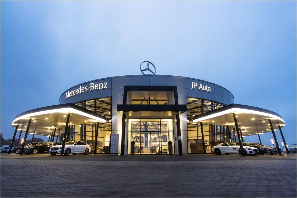 Decemberi nyitva tartás a Jász-Plasztik Autócentrum összes telephelyén