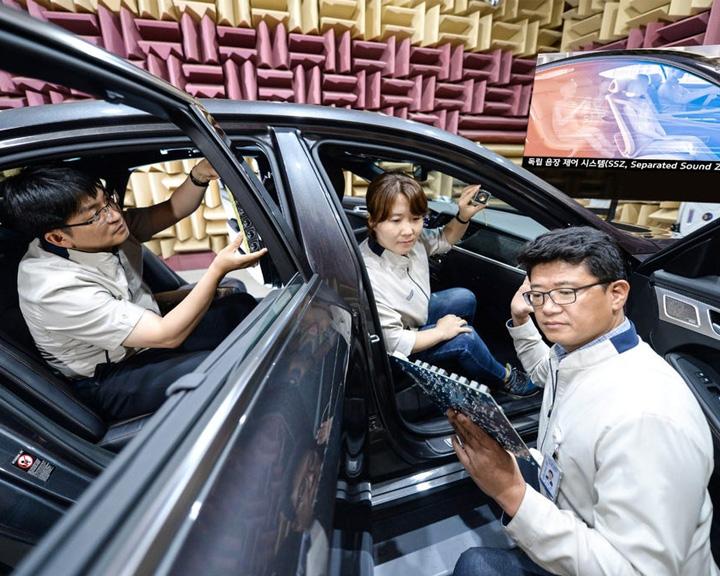 A Kia Motors bemutatta szeparált hangzónák (Separated Sound Zone) nevű rendszerének legújabb generációját